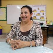 Edith Santos sube todos los días ciento sesenta y ocho gradas todos los días para impartir el pan del saber a los estudiantes de la escuela pública Apóstol Carlos Luis Vargas.